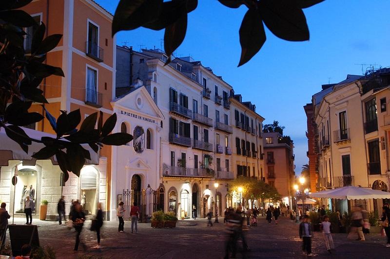 Piazze e vicoli Salerno centro storico